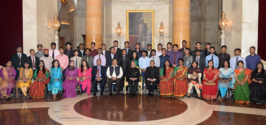President meets with the members of Youth Delegation from Bangladesh at Rashtrapati Bhawan, New Delhi