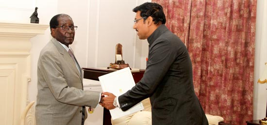 Minister of State for Information and Broadcasting and Special Envoy of Prime Minister meets ​President Robert Gabriel Mugabe of the Republic of Zimbabwe in Harare to extend invitation for the 3rd IAFS Summit