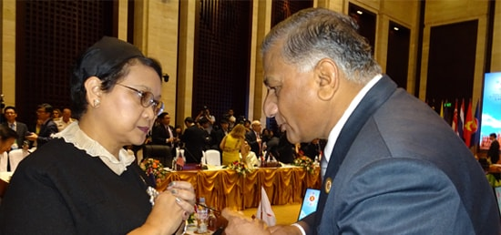 Minister of State for External Affairs Dr. V.K. Singh meets Retno Marsudi, Foreign Minister of Indonesia in Vientiane