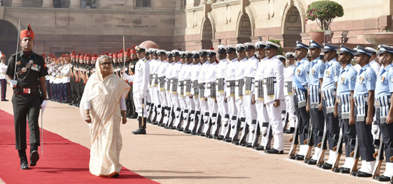 Sheikh Hasina, Prime Minister of Bangladesh inspects the Guard of Honour during her ceremonial reception in Rashtrapati Bhawan