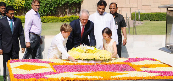Malcolm Turnbull, Prime Minister of Australia​ lays wreath at the Samadhi of Mahatma Gandhi at Rajghat in New Delhi