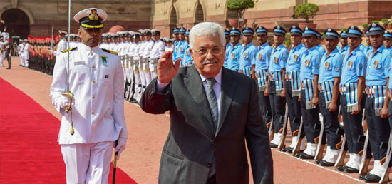 Mahmoud Abbas, President of the State of Palestine inspects guard of honour during ceremonial reception at Rashtrapati Bhawan