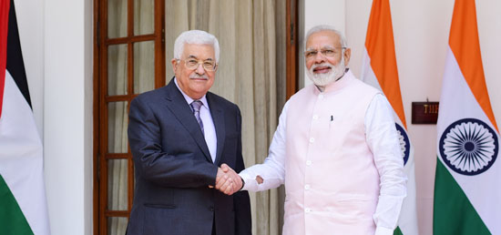 Prime Minister meets Mahmoud Abbas, President of the State of Palestine at Hyderabad House