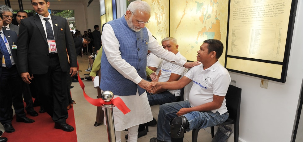 Prime Minister visits Mahaveer Philippine Foundation in Philippines