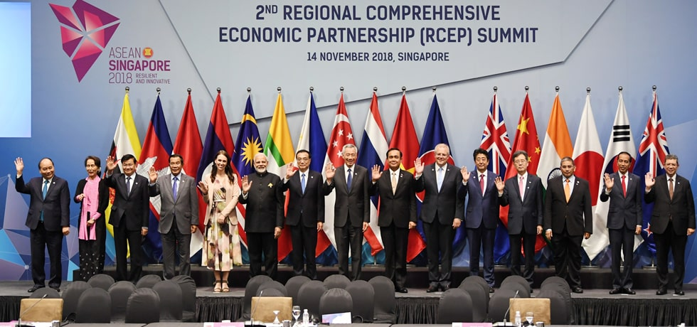 Group photo of Prime Minister with leaders of RCEP member states at 2nd RCEP Summit 2018, Singapore
