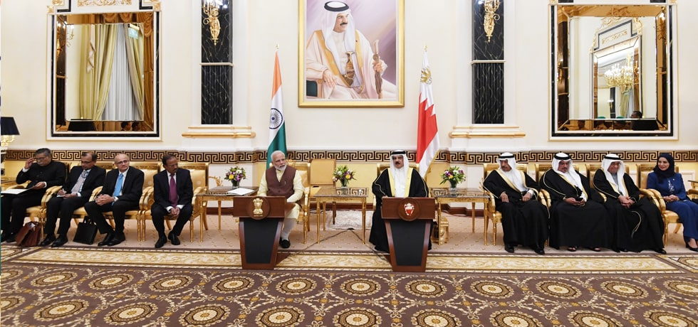 Prime Minister and the King of Bahrain hold Delegation Level Talks at Al Gudaibiya Palace in Manama