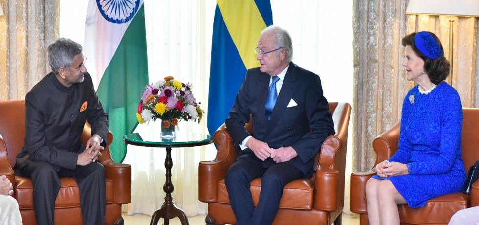 External Affairs Minister calls on King Carl XVI Gustaf and Queen Silvia of Sweden in New Delhi[ph]Photo Courtesy: Photo Division[/ph]