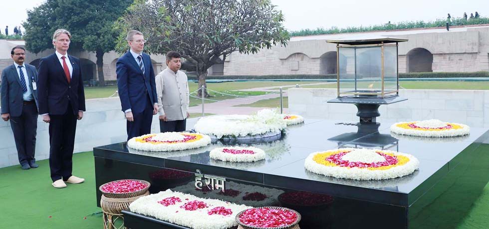 Edgars Rinkevics, Minister of Foreign Affairs of Latvia pays homage at the Samadhi of Mahatma Gandhi at Rajghat in New Delhi