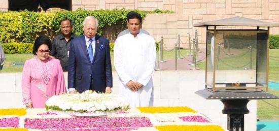 Mohd Najib Bin Tun Abdul Razak, Prime Minister of Malaysia pays homage at Samadhi of Mahatma Gandhi at Rajghat in New Delhi