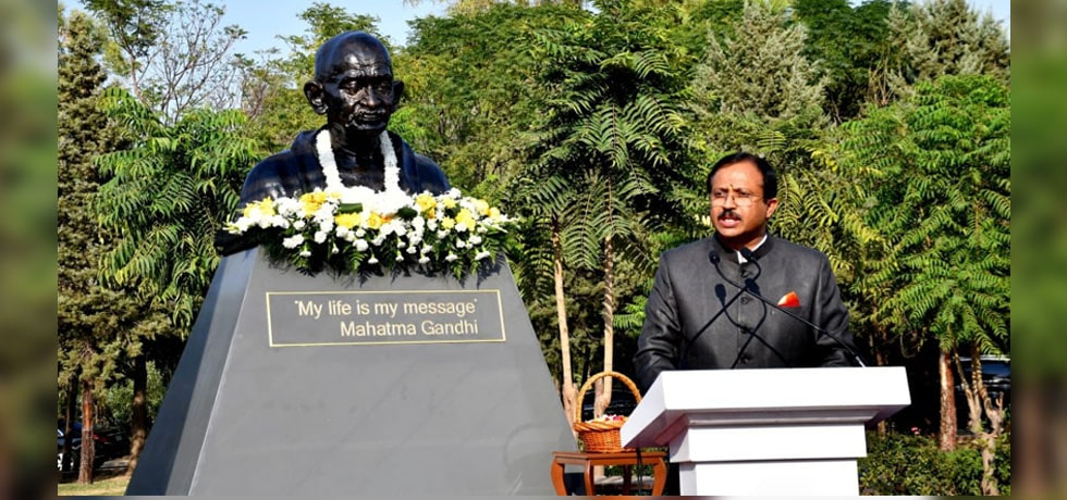 Minister of State for External Affairs inaugurates bust of Mahatma Gandhi during his visit to Iraq